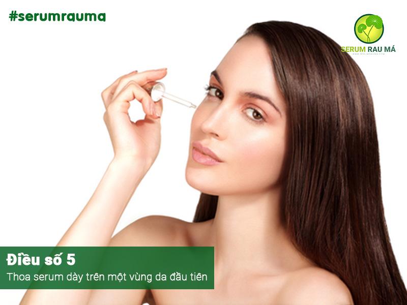 Thoa serum đúng cách để phòng ngừa da bị ngứa rát
